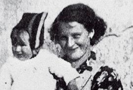 Vyhlazení osady Ležáky přežily jenom dvě malé holčičky. Přečtěte si jejich příběh