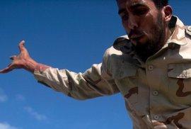 Libyjští rebelové vítězství nad režimem Muammara Kaddáfího oslavovali