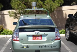 Samořídící auto už se smí prohánět po silnicích Nevady