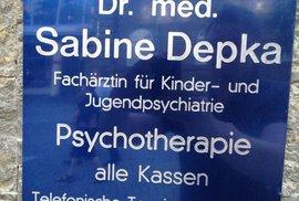 Česko má gynekologa Šuka, Německo psychiatričku Depku, Amerika právničku Sue Yoo. Ovlivňuje jméno naši profesi?