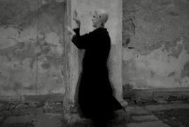 Nosferatu v minutě: Kochejte se. A hledejte (živé) turisty