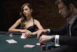 Milovníci pokeru, pozor! Blafování prozrazuje náš mozek dřív, než k němu dojde