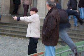 Neonacisté pronásledují židovskou aktivistku Věru Tydlitátovou