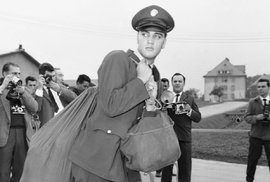 Elvis v armádě. Sloužil v Německu. Západním, pochopitelně.