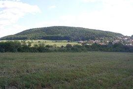 Vyjeďte si na vrch Velíz. Projížďka hlubokými křivoklátskými lesy s nádechem slovanské mystiky