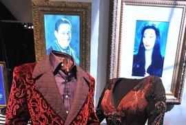 Manželé Adamsovi: Raul Julia v roli Gomeze a Anjelica Hustonová jako Morticia.