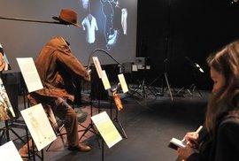 Kostým Indiana Jonese, kterého ztvárnil Harrison Ford, doprovází kolekce fotek.