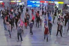 Využít moment překvapení. Pět videí s flash mob akcemi, které uchvátily internet