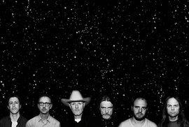 Šestice hudebníků z kapely Swans.