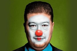 Pitomio Okamura z obálky nového Reflexu se stal facebookovým hitem