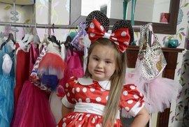"""Čtyřletá Millie v jednom ze svých """"několikatisícových"""" kostýmů."""