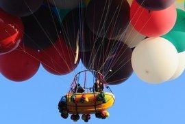 Přes oceán by dobrodruha mělo nést 365 velkých balónků naplněných héliem.