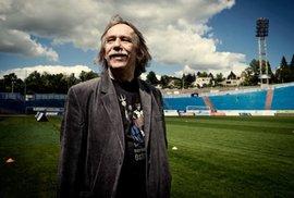 Reflex natáčel Jaromíra Nohavicu. Zpívá operu, balancuje nad propastí a pózuje na stadionu Baníku