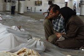 Syrská opozice obviňuje vládní vojska z chemického útoku při kterém zahynulo přes 1300 civilistů včetně dětí.