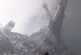 Tato fotografie oblétla svět a spolu s dalšími se stala symbolem 11. září 2001