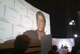 Mel Gibson s Markem Ebenem při natáčení pořadu Na plovárně