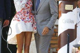 Jedna z nejznámějších advokátek v oblasti lidských práv, Amal Clooneyová s manželem.