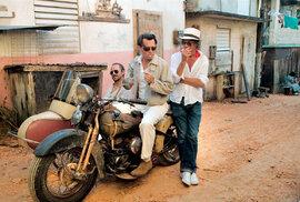 Johnny Depp jako novinář Paul Kemp (Thompsonovo alter ego) vRumovém deníku – snímek natočil Bruce Robinson vroce 2011
