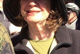 Australanka Carol Friday zemřela na palubě airbusu se svým synem.