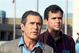 Sbratrem Georgem W. Bushem v roce 2001