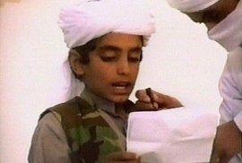 Teroristé Osamova syna zneužívají již od útlého dětství.