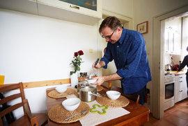 Šéfgrafik Michal Kořán a jeho šumavská houbová polévka