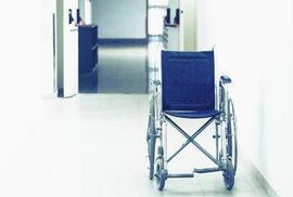 Penzista se péče nedočkal: Zemřel ve frontě na doktora