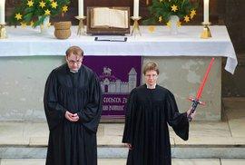 Ať vás síla provází, ámen. Berlínští vikáři sloužili Star Wars mši
