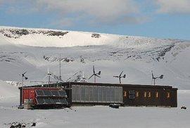 Brněnští vědci se vracejí do Antarktidy: Zkoumat větrnou elektrárnu i nátěr proti …