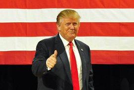 Další výsledky amerických primárek: Trump vyhrál v Jižní Karolíně, Clintonová v Nevadě. Bush vzdává