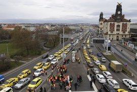 Pražský magistrát si zase vyšlápl na řidiče Uberu. Kdy se v Česku konečně zbavíme…