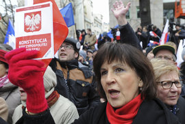 Padá Polsko do nové totality? Šikovně napsaný zákon znemožní lidem demonstrovat