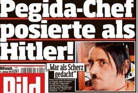 Lutz Bachmann z PEGIDA si hrál na Adolfa Hitlera.
