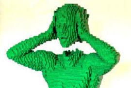 Sochy z lego kostek Američana Nathana Sawaya