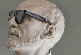 Po hipstersku oblékl francouzský umělec Léo Caillard některé sochy v Louvru