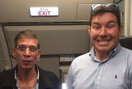 Selfie z letadla s vlastním únoscem: Kdo z vás to má!