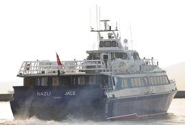 Řecko vyslalo k Lesbu loď pro běžence, kteří mrznou ve stanech