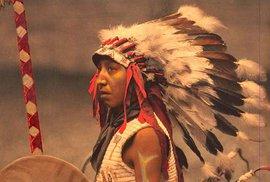 Unikátní snímky indiánů z přelomu 19. a 20. století podruhé a tentokrát v barvě
