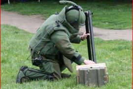 Na dětském hřišti v Británii byla nalezena nevybuchlá bomba. Pyrotechnici ji zneškodnili