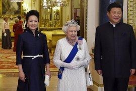 Číňané byli při návštěvě prezidenta hrubí. Alžběta II. odložila rukavičky