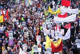 Proti válce v Iráku v Londýně protestoval přes milion lidí, vláda vůli lidu ignorovala.