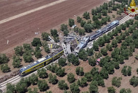 Na jihu Itálie se srazily vlaky, o život přišlo nejméně jedenáct lidí