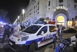Při útoku v Nice zemřelo 84 lidí, prezident Hollande viní teroristy