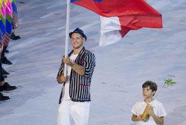 Lukáš Krpálek s českou vlajkou vedl české sportovce na slavnostní zahájení olympiády v Riu de Janeiru