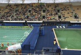 Záhada bazénů v Riu: včera jeden zezelenal, dnes zelená i druhý