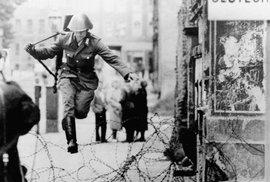 V noci z 12. na 13. srpna začal v Berlíně vyrůstat symbol rozdělení světa za studené války.