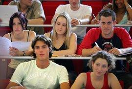 Jsou mladí Češi tak strašně politicky naivní, nebo tak moc prozíraví?