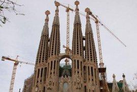 Monumentální La Sagrada Familia je jednou z nejpozoruhodnějších staveb na světě.