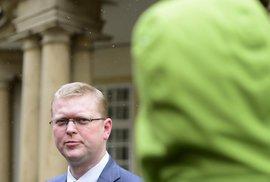 Předseda KDU-ČSL Pavel Bělobrádek přichází na schůzku s prezidentem Milošem Zemanem 22. ledna na Pražském hradě.
