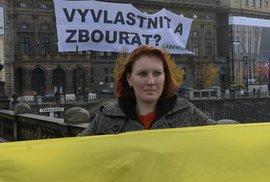 Aktivisté z Greenpeace protestovali proti prolomení těžebních limitů